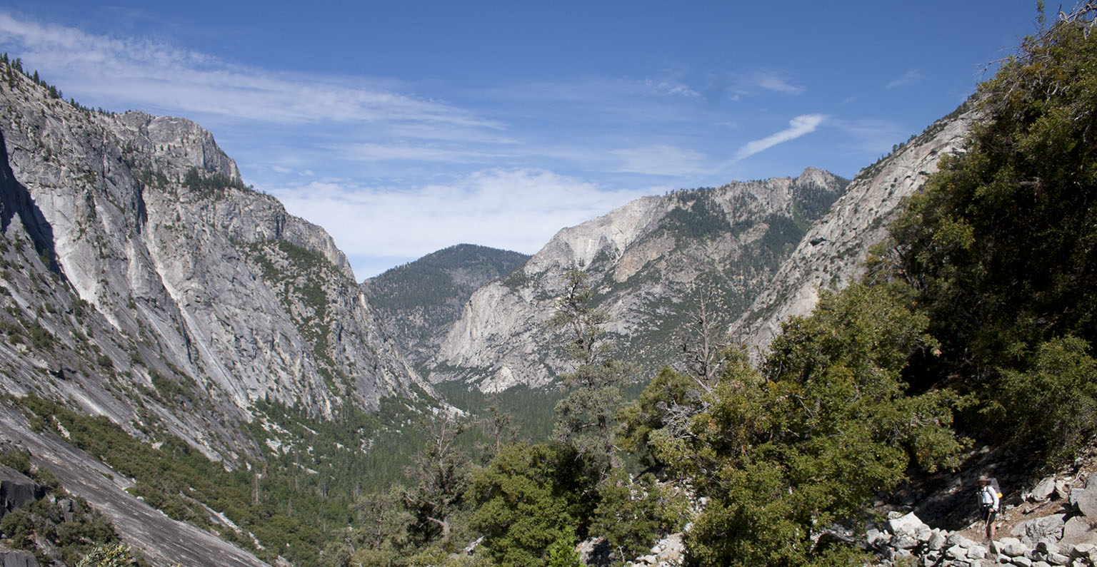 Looking down into Kings Canyon from top of the switchbacks